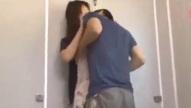 สุดทราม!! สาวเดินตากฝนโดนไอ้หื่นฉุดเข้าไปข่มขืนในห้องน้ำ หนังโป๊ญี่ปุ่น