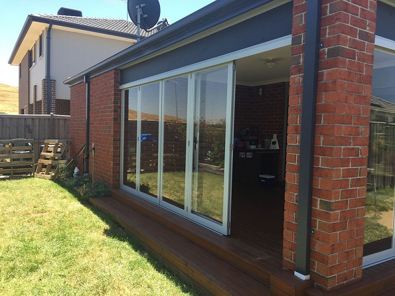 Outdoor blinds for pergolas - How To Add More Shade And Privacy To Your Outdoor Pergola - My