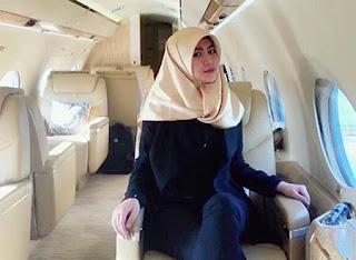 Jeanita Melania Pakai Hijab