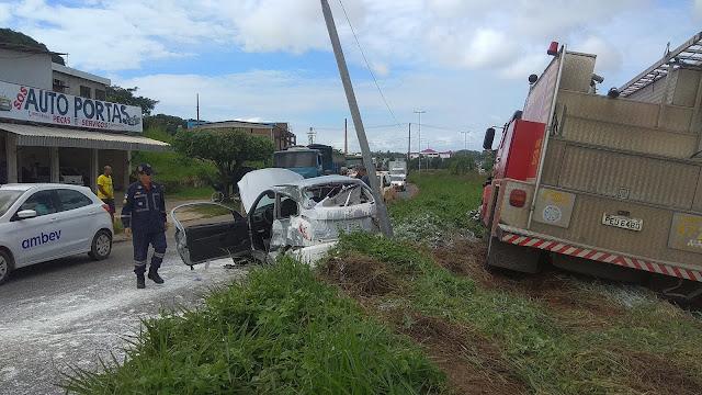 Caminhão do Corpo de Bombeiros se envolve em acidente em Paulista