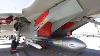 Jet Su-30 dengan Rudal BrahMos