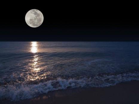 POEMAS SIDERALES ( Sol, Luna, Estrellas, Tierra, Naturaleza, Galaxias...) - Página 23 Luna%2Bsobre%2Bmar