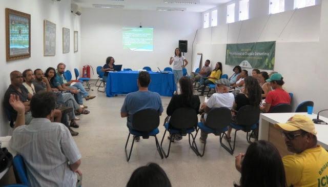 Marcela de Marins, analista ambiental do PNCD, apresenta dados da gestão de 2017. (Foto: Divulgação)