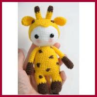 Muñeco jirafa amigurumi
