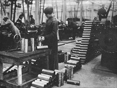 Γυναίκες εργάτριες σε εργοστάσιο στη διάρκεια του Πρώτου Παγκοσμίου Πολέμου