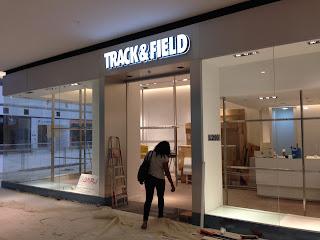 foto de montagem de vitrine em lojas de shopping