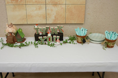 Table setting with fairy cottage, Thank you sign and plates