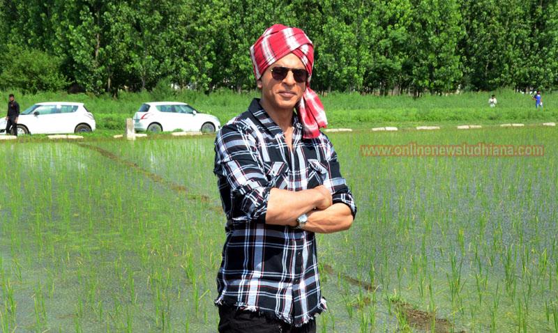 Shah Rukh Khan during shooting at Village Jhande in Ludhiana