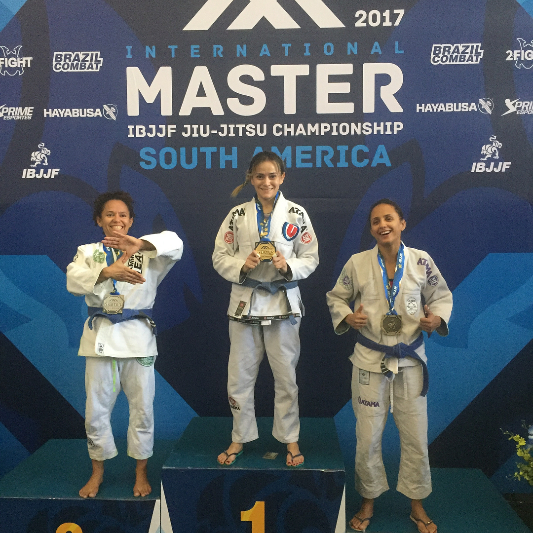 Tatiana Uemura campeã internacional de jiu-jitsu