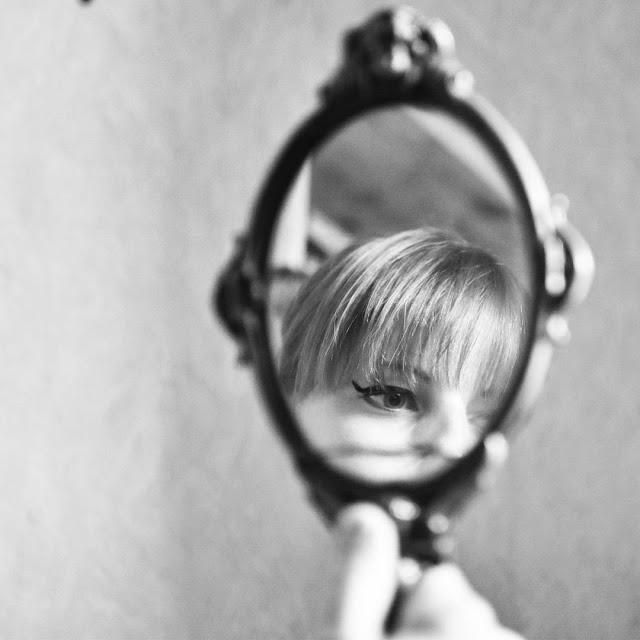 reflet, miroir, soeur, sista, eye liner, make up, blonde, love