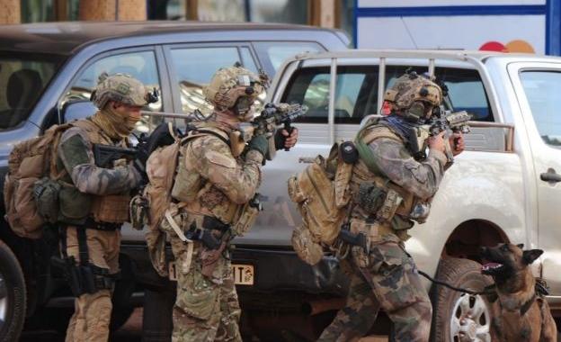 Ataque terrorista termina em hotel de luxo em Burkina Faso