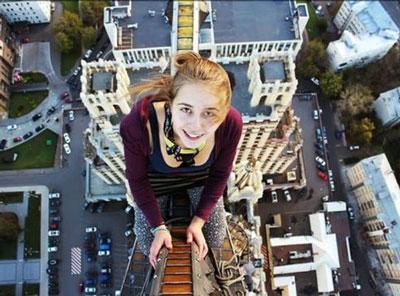 foto selfie sesaat seorang gadis tewas terjatuh di jembatan