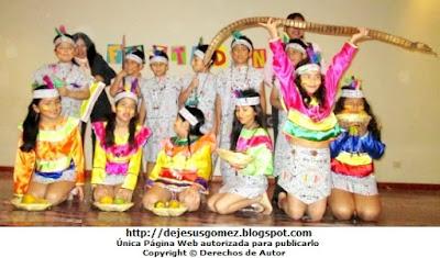 Alumnos con vestimenta de la Danza Anaconda de la Selva. Foto de la Danza Anaconda tomada por Jesus Gómez