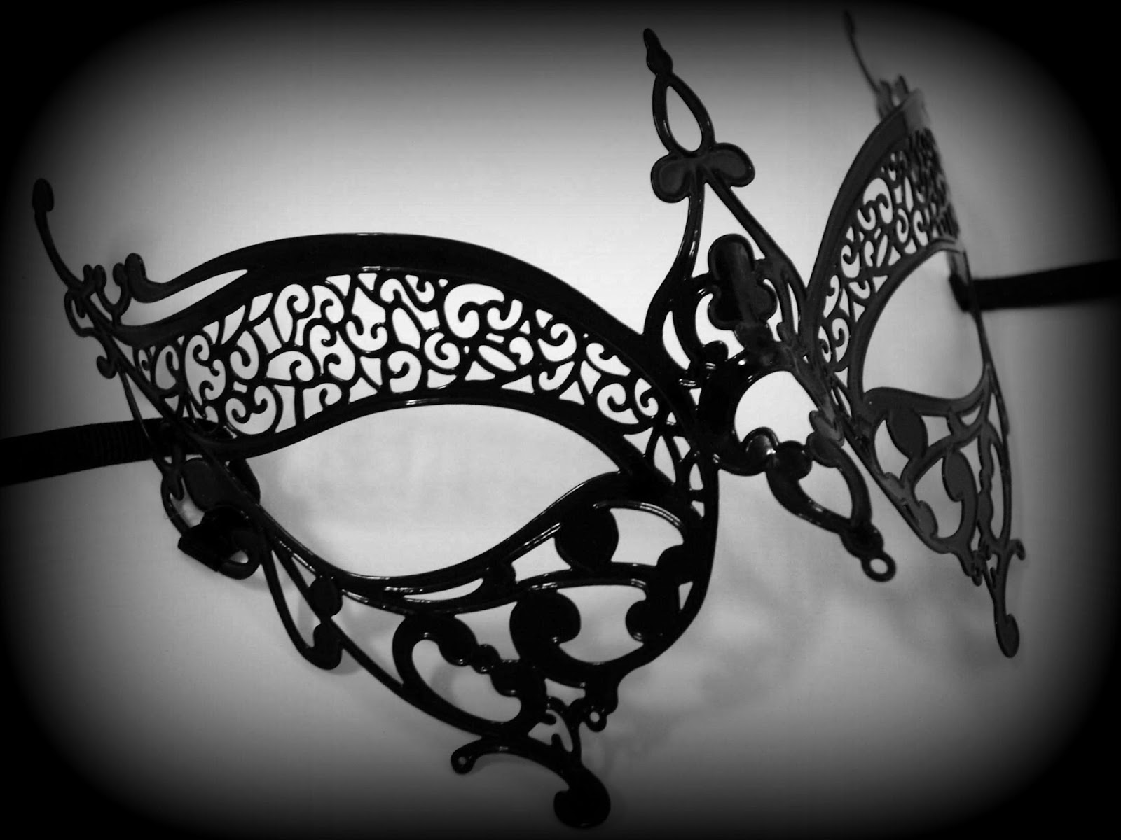 Isobel Venetian Filigree Masquerade Mask - Black