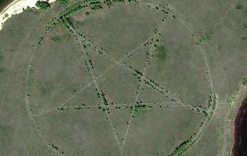 Símbolo satánico pentagrama encontrado por Google Maps