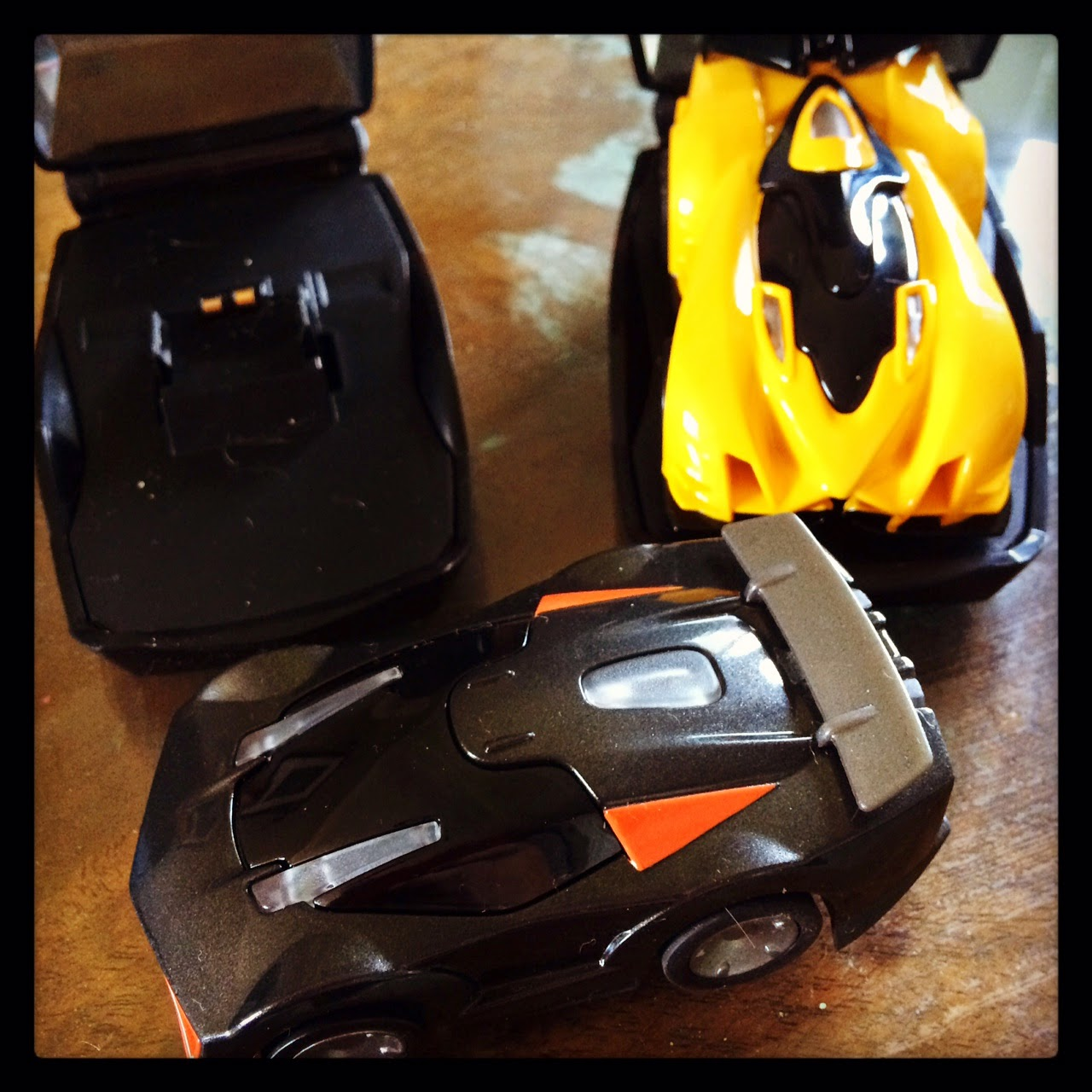 anki remote control DRIVE cars and charging pods