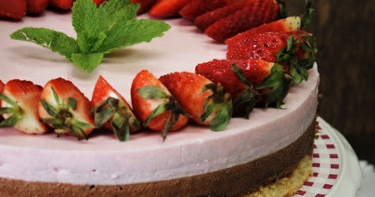 Tarta mousse de chocolate y fresas
