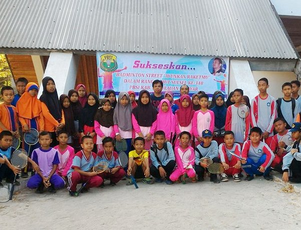 """Ratusan Pelajar Ikut """"Badminton Street"""" Meriahkan HUT Sulsel 348, Di Selayar"""