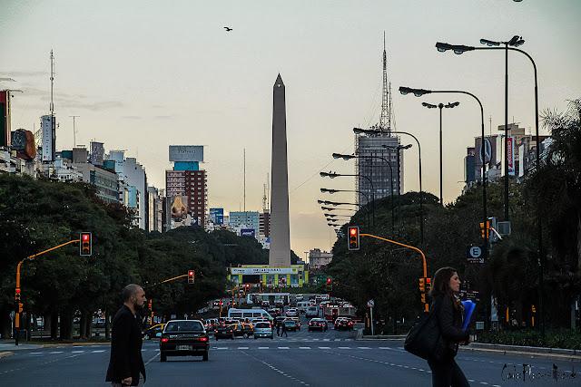 El Obelisco visto desde la Avda.9 de Julio ,Buenos Aires,Argentina.