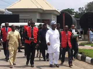 Former Chief of Air Staff, Adesola Amosu in EFCC custody