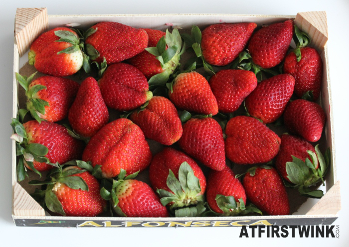 Alfonseca wooden crate 1 kg giant strawberries