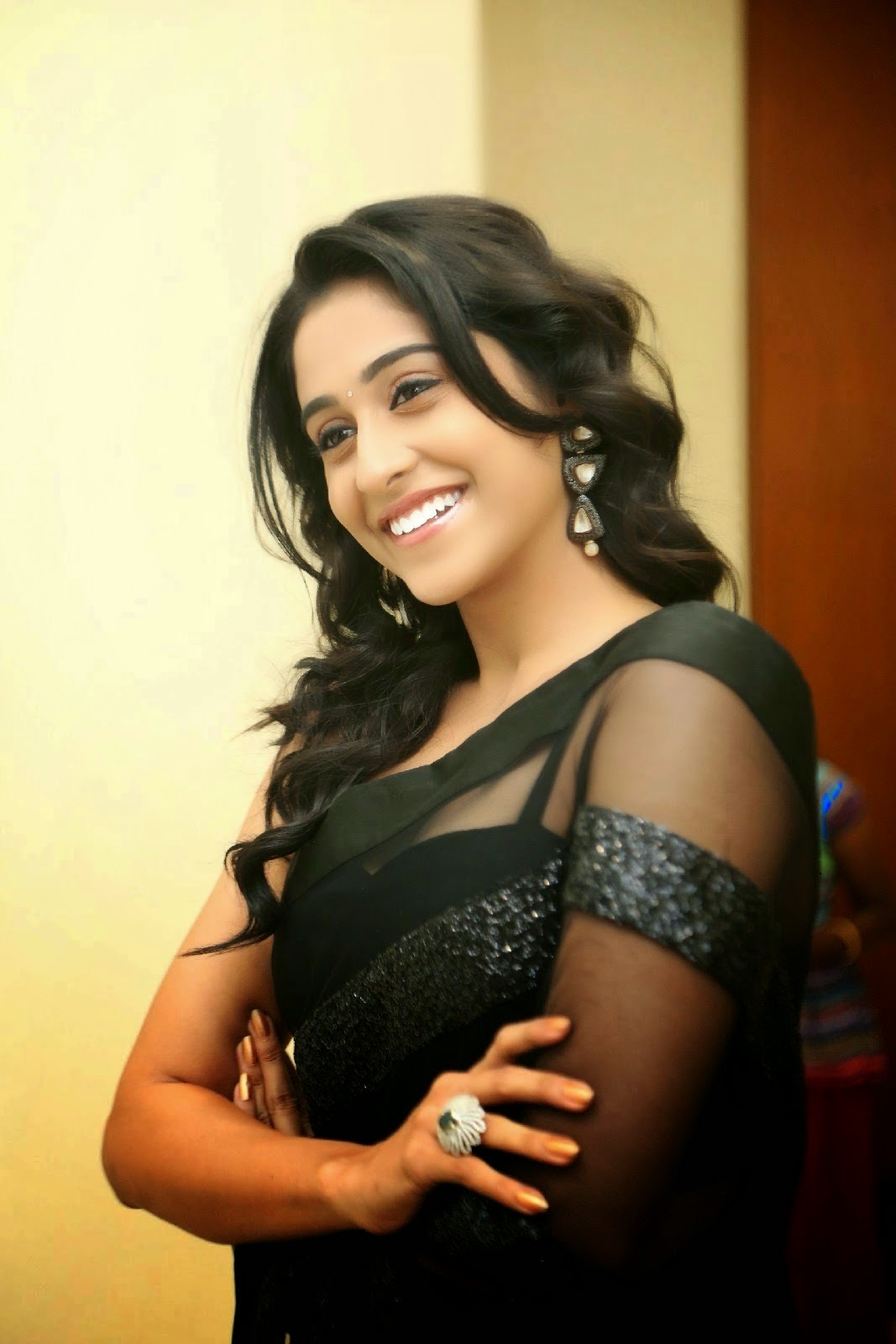 Regina hot wallpapers in black transparent saree ...