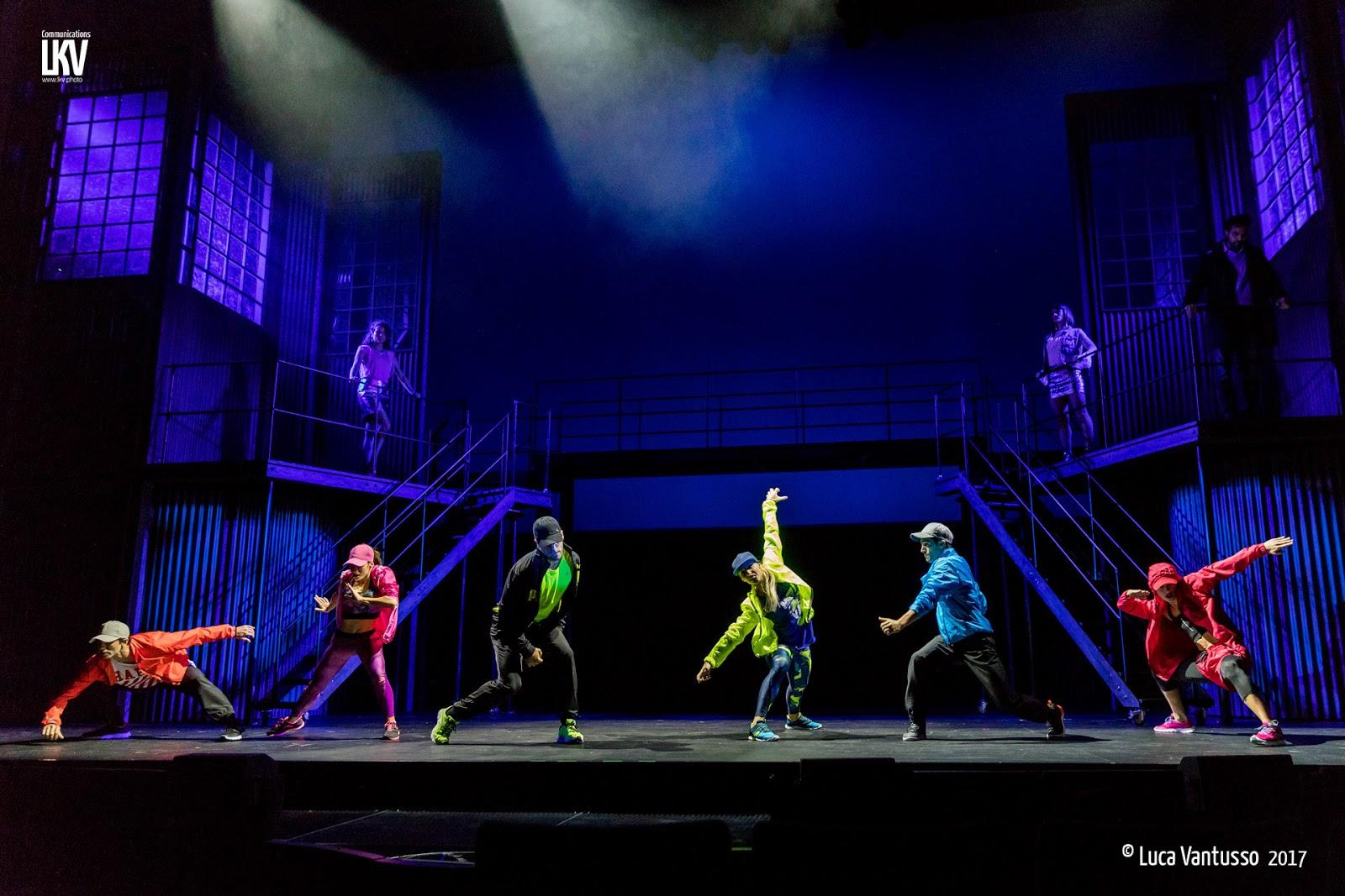 Flashdance il cast video dello showcase e foto di luca - Aggiungi un posto a tavola copione ...