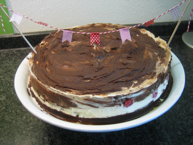 fruchtige Schokomousse-Torte mit Himbeeren