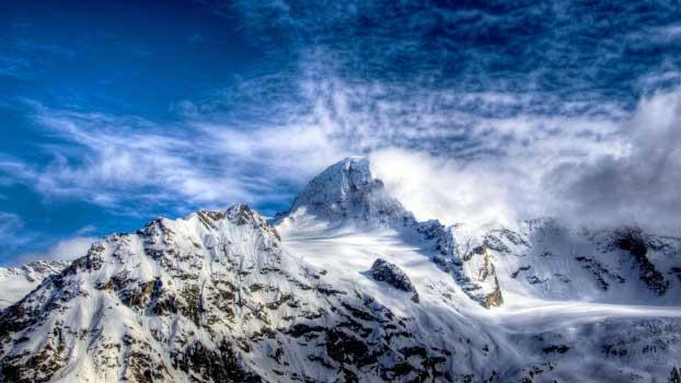 Najlepše zimske pozadine za računar - Clear Sky Snowy Mountains