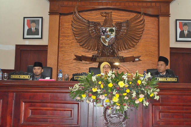 <b>Dihadiri Wagub, DPRD NTB Tetapkan Perda Trantiblinmas dan Peraturan Tatib DPRD NTB</b>