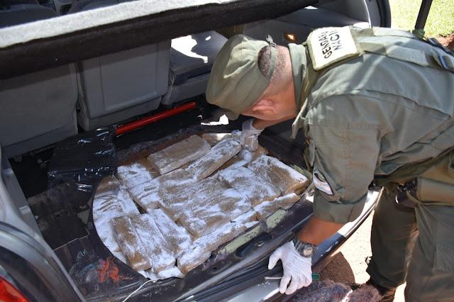 Detienen a un ciudadano que transportaba más de 165 kilos de marihuana en un auto