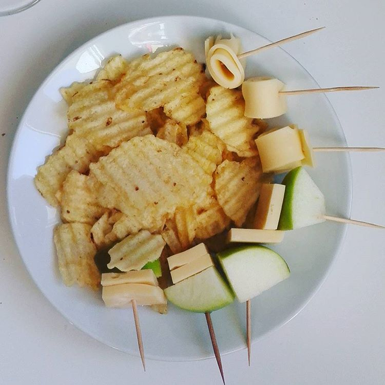 Chips with Apple- Cheese I Travelling Hopper