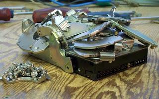 Hậu quả của việc tự sửa máy tính