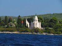 Mauzolej Petrinović, Supetar, otok Brač slike
