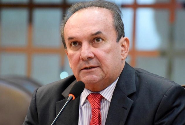 Descontente com MDB, deputado Nélter Queiroz estuda trocar de partido