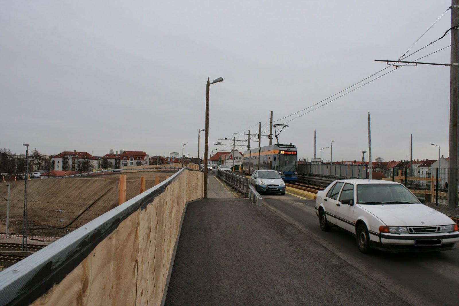 Antonienbrücke 03.01.2015 - Fahrzeuge und Tram auf der Brücke