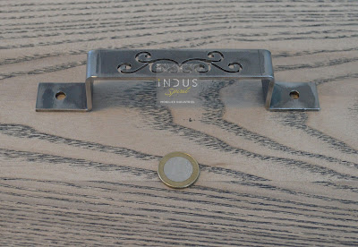 Poignée de meuble en métal
