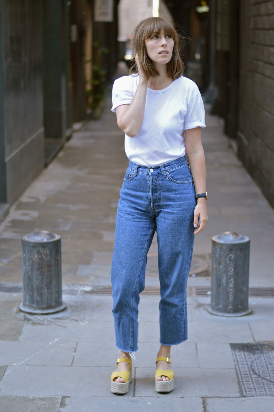 White t shirt and blue jeans - Basics Styling How To Wear Style Blue Jeans And A White T Shirt Rules