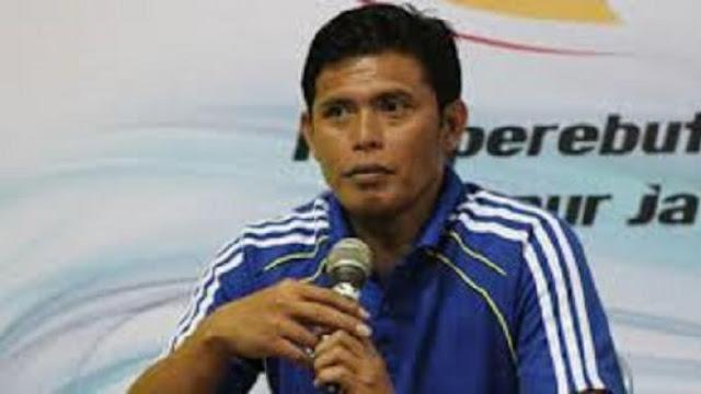 http://soccerroom8.blogspot.com/2016/05/pscs-cilacap-gunakan-50-pemain-lama.html