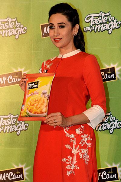 Karisma Kapoor Promotes Food Brand During An Event -6902