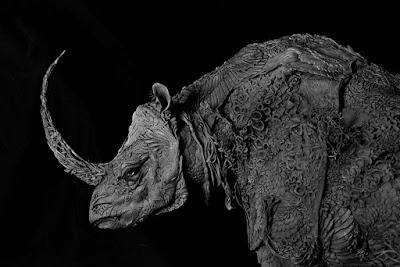 Escultura surrealista de un rinoceronte