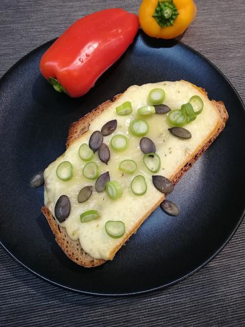 #28daysofblogging…. knuspriges Ofenbrot mit Raclette-Käse