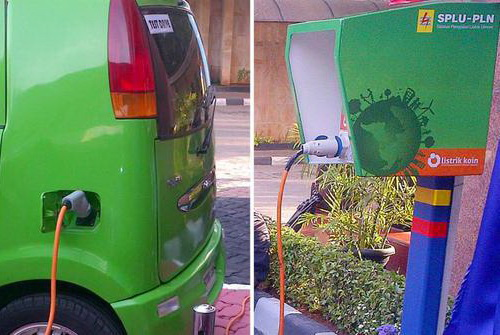 Tinuku.com PLN's Indonesian electricity company has set up battery charging station