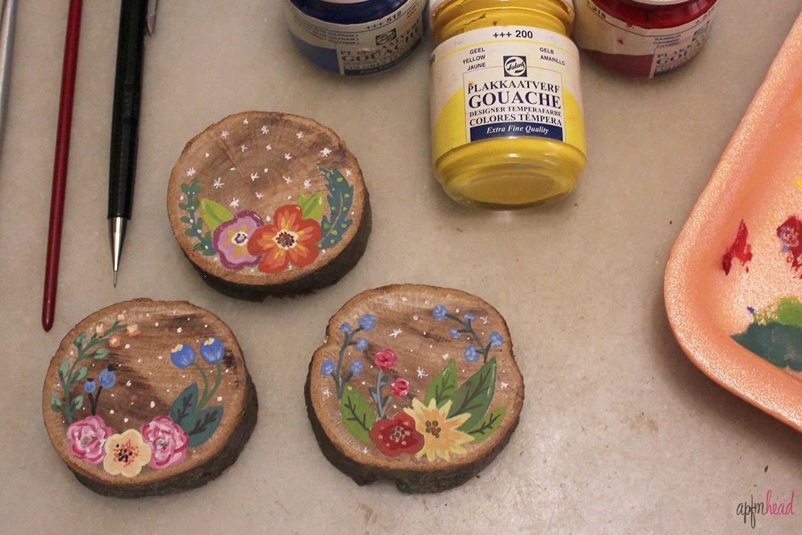 Dibujo floral sobre madera a place for my head - Pintura para maderas ...