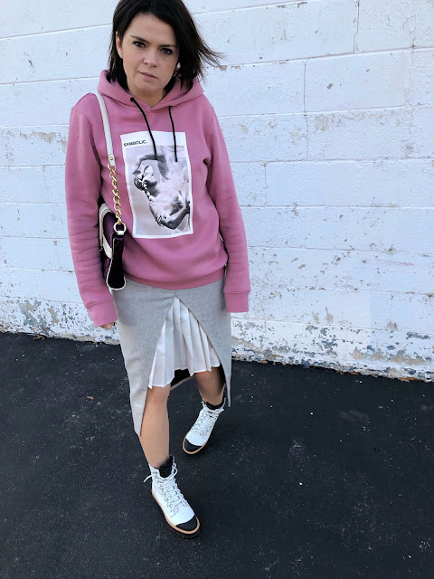 How I re-styled the same combat boots & pink sweatshirt