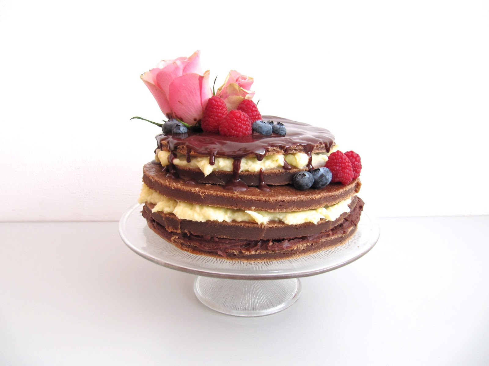 naked cake mit schokoladen ganache frischk se frosting mimiloves. Black Bedroom Furniture Sets. Home Design Ideas