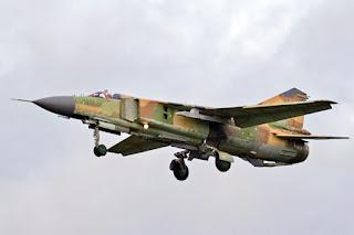 Pesawat militer jenis MiG-23 yang diduga milik Suriah jatuh