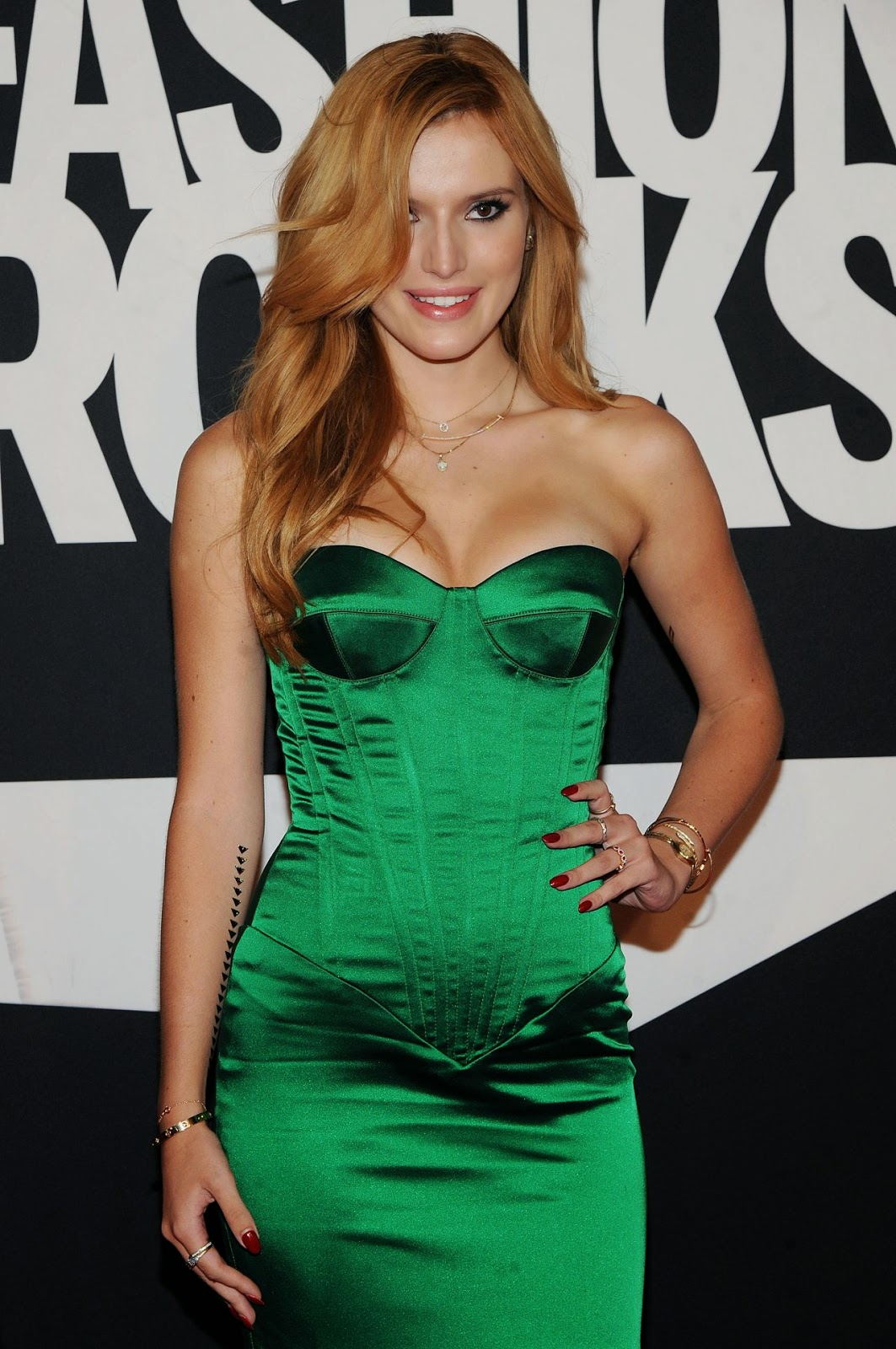 Bella Thorne Cleavage Nude Photos 38