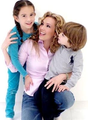 Fotos de Thalía feliz con sus 2 niños