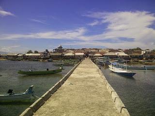 Dermaga Pulau Maringkik dengan airnya yang jernih